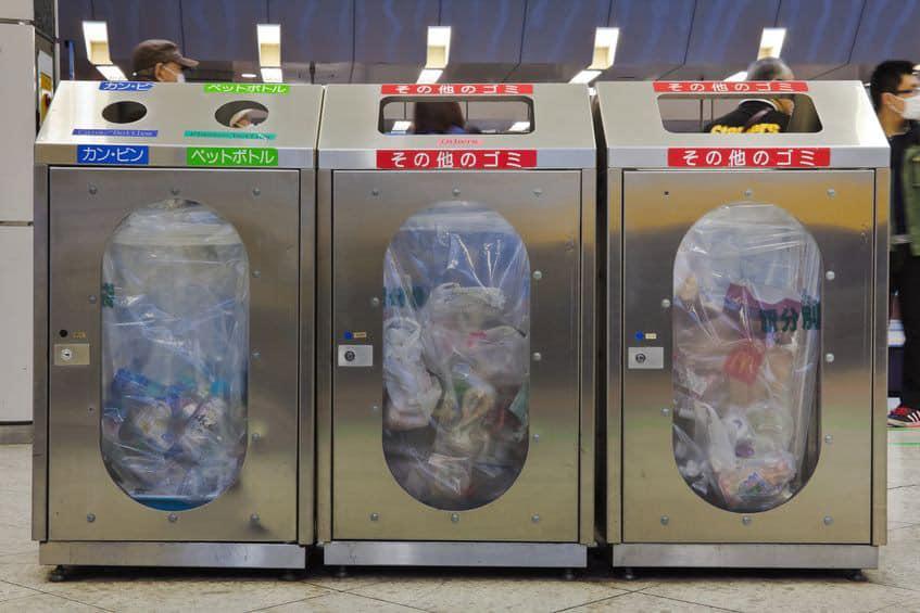 Cestini per la spazzatura nella Metro di Tokyo