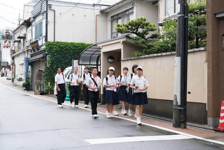 Bambini della Scuola Primaria in Divisa Giappone