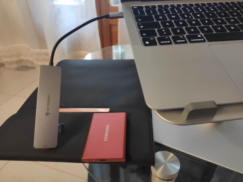 MacBook Air M1 con SSD esterno Samsung