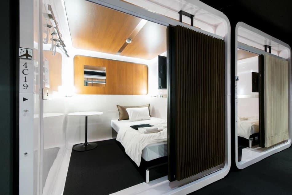 capsule hotel Tokyo-2