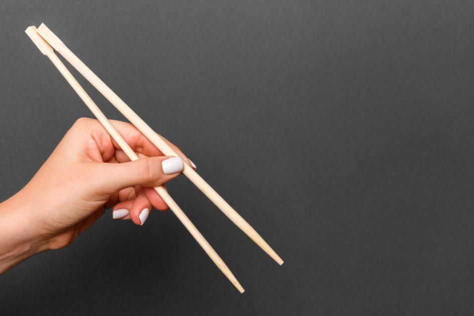 come impugnare bacchette giapponesi