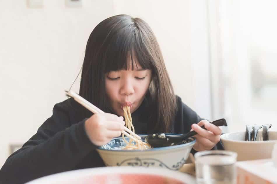 Giappone fare rumore mangiando