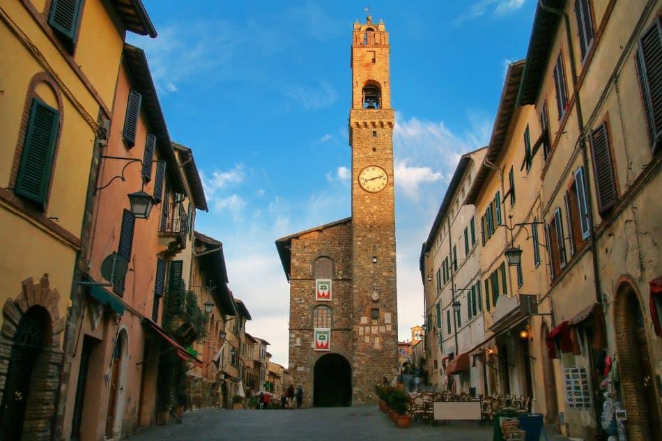 Piazza del Popolo, torre dell'orologio, Montalcino
