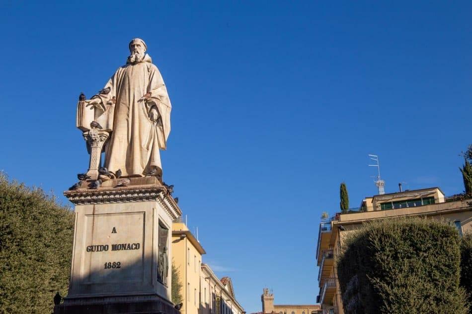Statua di Guido Monaco Arezzo centro Storico